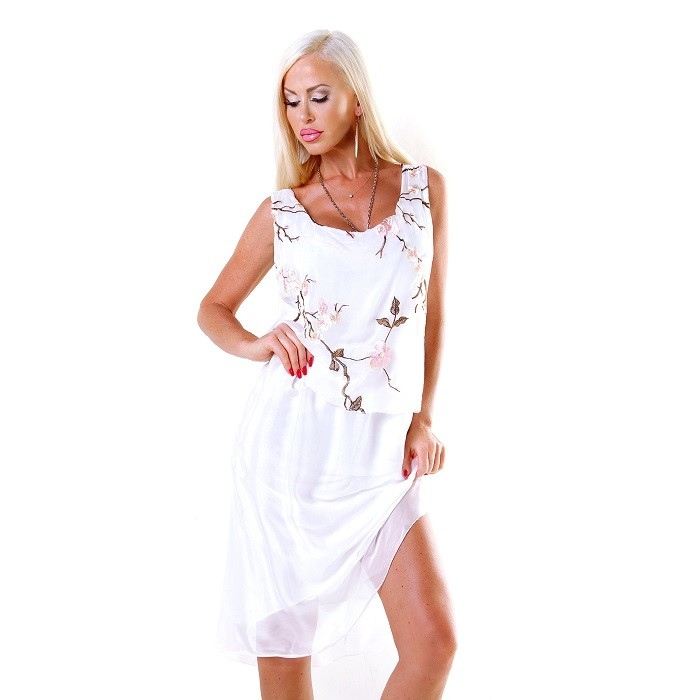 b123ee0baa45 Dámske letné midi šaty s kvetinovou nášivkou - biele Loveourfashion.sk